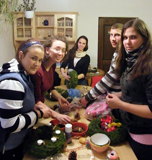 Kadacs Youth Wreath making